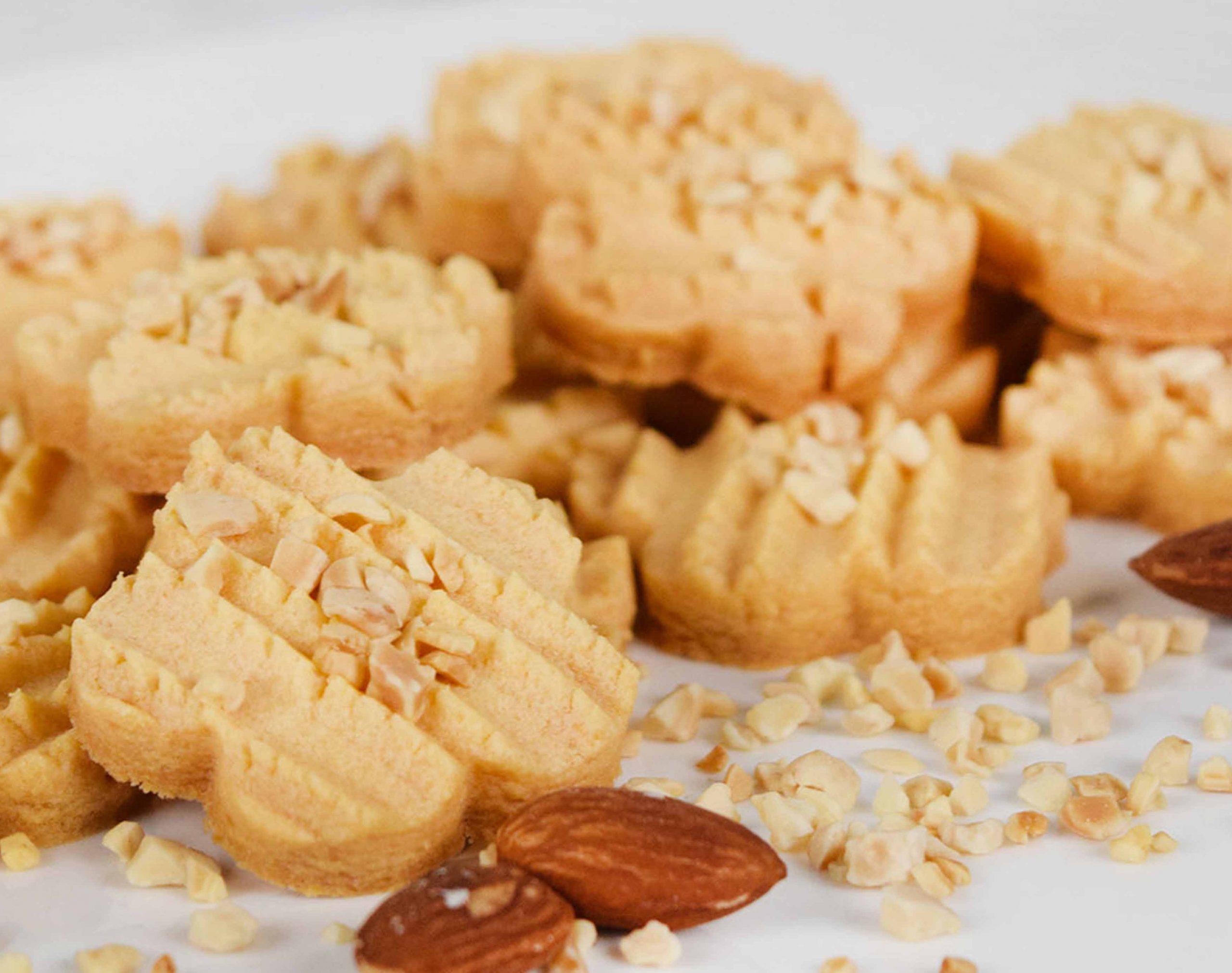 biskut almond